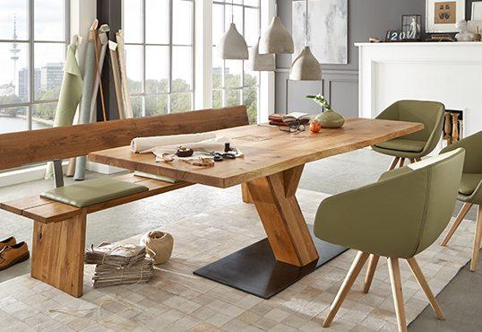 Massivholz Tisch in der Wohnhalle