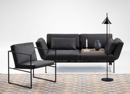 Wohnhalle-Zug-Sofa-Roro-soft-schwarz-bruehl
